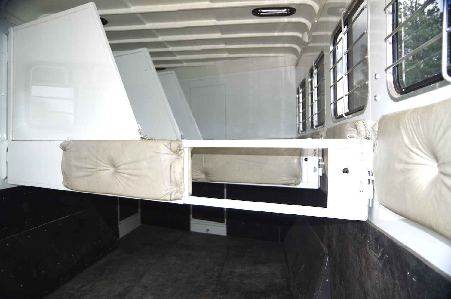 LQ 4 Horse Trailer For Sale